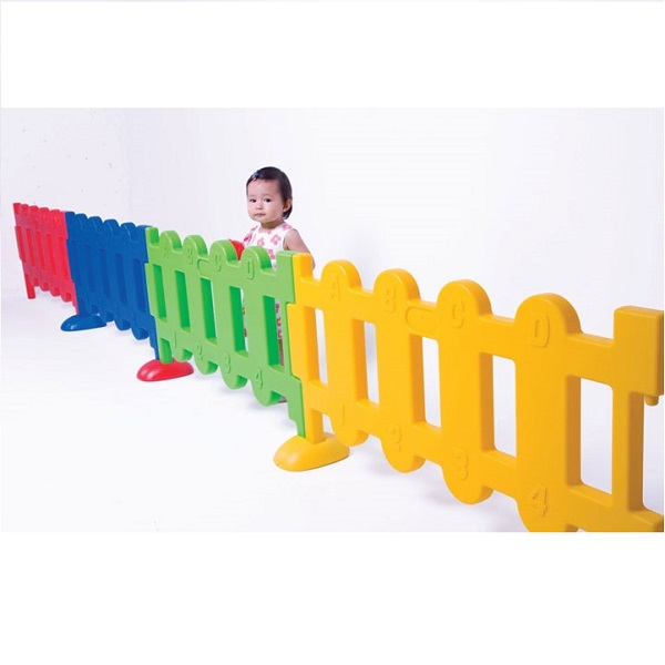 Vallas guarder a mobiliario escolar for Vallas infantiles plastico